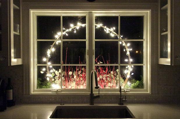 Rustikal Garten Holiday window box as seen from inside