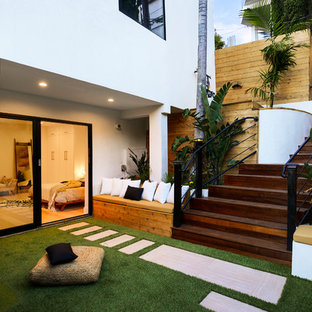 Inspiration for a contemporary side yard landscaping in Los Angeles with decking.