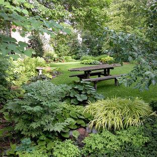 ミネアポリスの巨大な、夏のエクレクティックスタイルのおしゃれな庭 (半日向、レンガ敷き) の写真