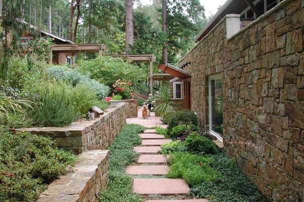 Traditional Landscape by David Vandervort Architects