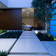 Contemporary Landscape by Whipple Russell Architects