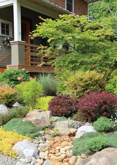 Convierte los jardines en desnivel en potentes recursos - Jardines con poco mantenimiento ...