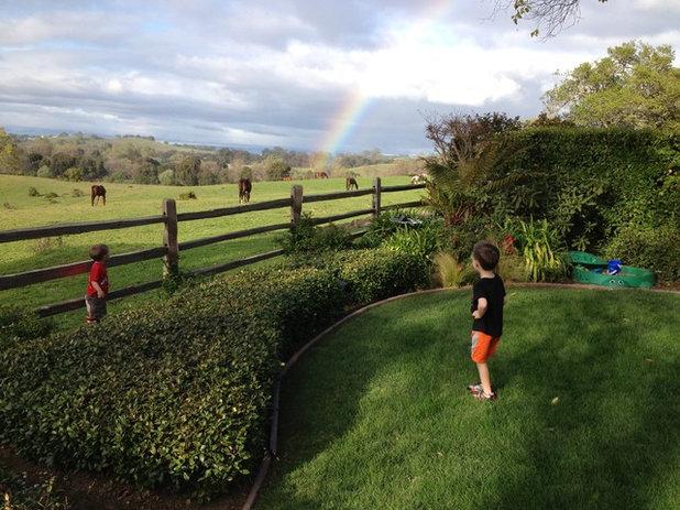 Классический Сад Horse Farm Backyard Landscape