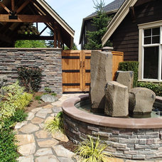 Traditional Landscape by Infinity Homes NW, Inc