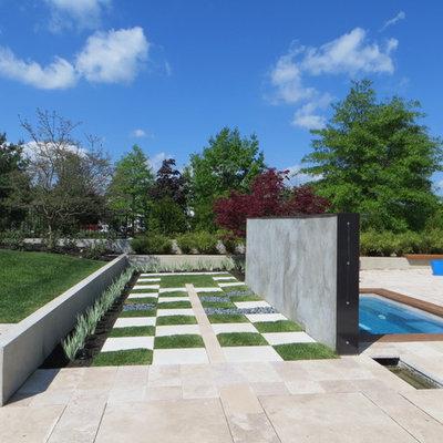 Photo of a contemporary water fountain landscape in Philadelphia.