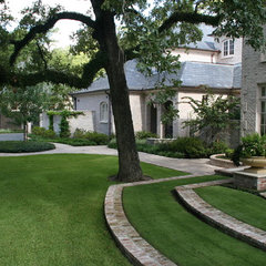 traditional landscape by McDugald-Steele Landscape Architects