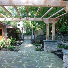 Craftsman Landscape by Hoffman Grayson Architects LLP