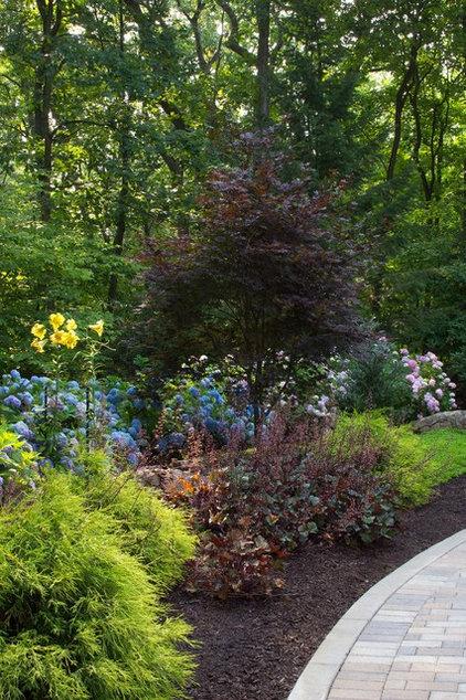Modern Landscape by Smalls Landscaping