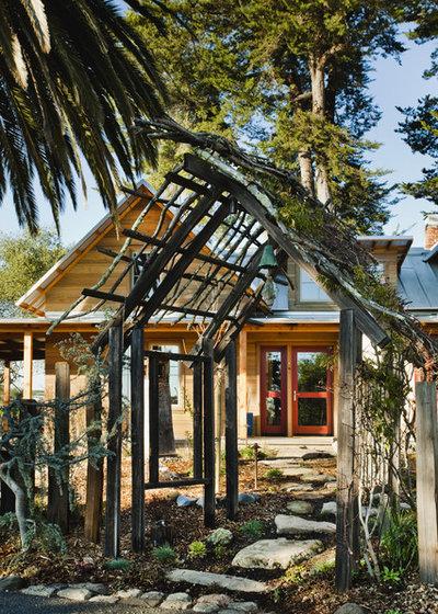 Farmhouse Landscape by Arkin Tilt Architects