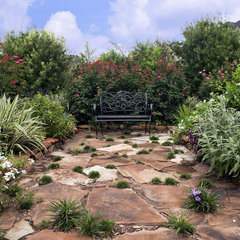 eclectic landscape by Glorious Gardens Inc