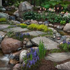 Modern  by Daryl Toby - AguaFina Gardens International
