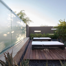 Contemporary Landscape by Kendle Design Collaborative