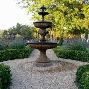 Diseño de jardín tradicional en patio
