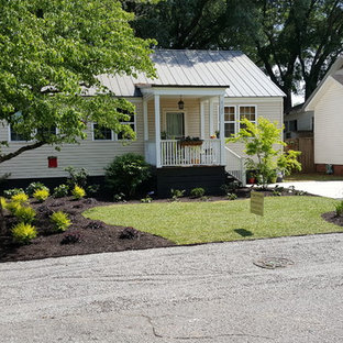 Design ideas for a small modern partial sun front yard gravel landscaping in Charleston.