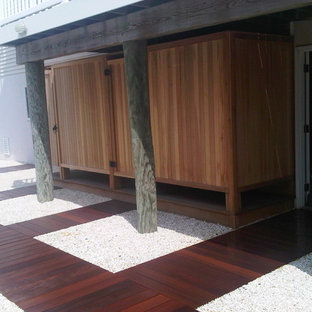 Inspiration for a modern full sun side yard landscaping in New York with decking for summer.