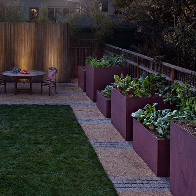 Design ideas for a mid-sized contemporary partial sun backyard gravel landscaping in San Francisco for spring.