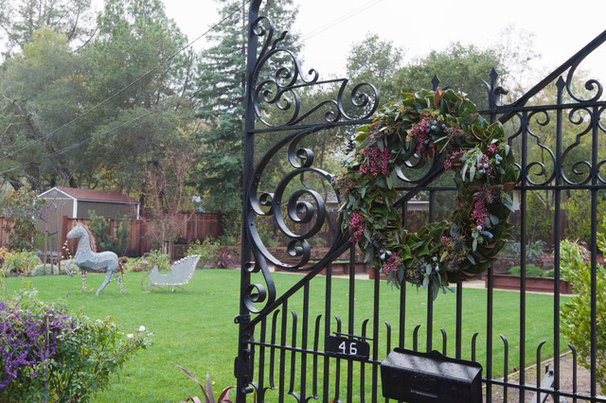 Traditional Landscape Junior League Holiday Home Tour
