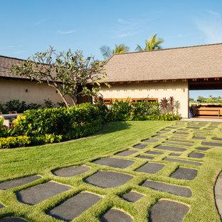 Tropenstil Garten mit Gartenweg in Hawaii