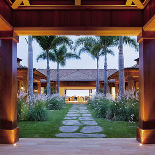 Photo of a tropical courtyard landscaping in Hawaii.