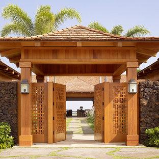 Imagen de jardín exótico en patio delantero