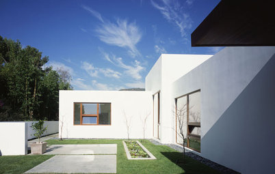 Stucco Smooths Modern Home Exteriors