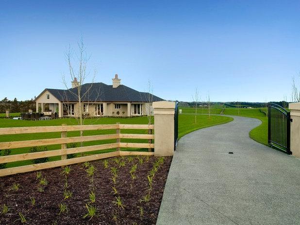 Traditional Garden by Masonry Design Solutions Ltd