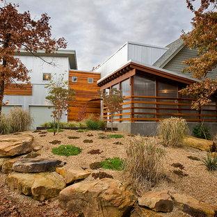 Foto de fachada minimalista con revestimiento de metal