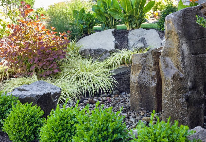 Contemporary Landscape by Spring Greenworks