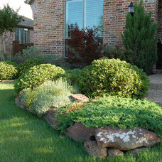 Traditional Landscape Kitchens Family Front Yard