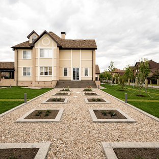 Пример оригинального дизайна: летний участок и сад на переднем дворе в современном стиле с полуденной тенью и покрытием из гравия