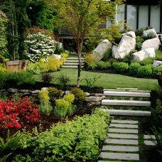 Contemporary Landscape by Trillium Landscaping Inc
