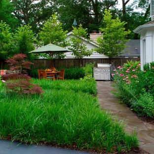 Moderner Garten hinter dem Haus in Chicago