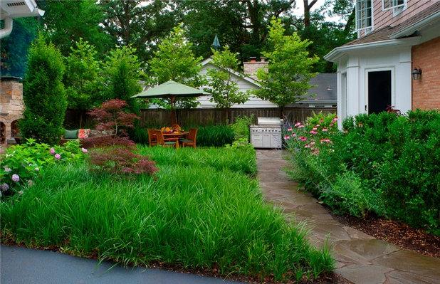 Contemporary Garden by Architectural Gardens, Inc