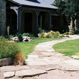 Photo of a rustic landscaping in Austin.