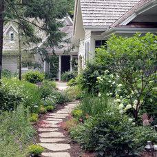 Traditional Landscape by Johnson Design Inc.