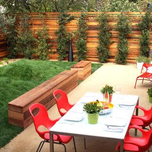 Design ideas for a small modern backyard landscaping in San Francisco.