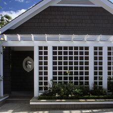 Traditional Landscape by KLLA Landscape Architects Inc.
