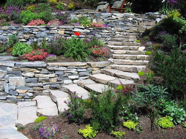 Contemporary Garden Lake Washington