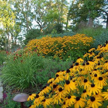 Lakeside gardens & hardscapes