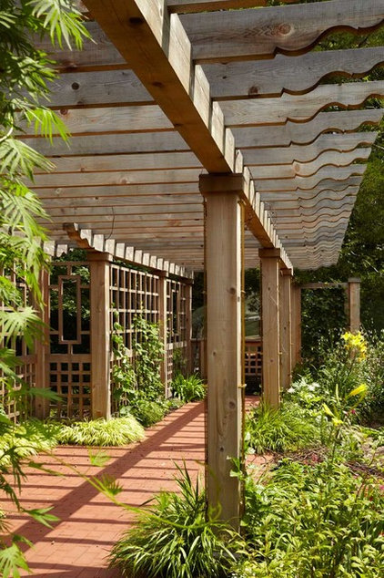 Traditional Landscape by Welch Forsman Associates