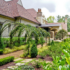 Traditional Landscape by Joe A. Gayle & Associates