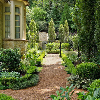 Inspiration for a traditional side yard landscaping in Atlanta.