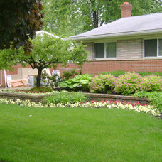 Traditional Landscape by Apex Landscape and Brick Services LLC