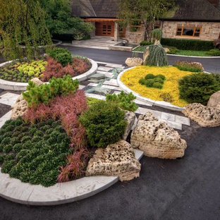 Photo of a transitional full sun front yard driveway in Toronto for fall.