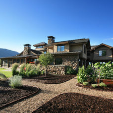 Rustic Landscape by THINK architecture Inc.