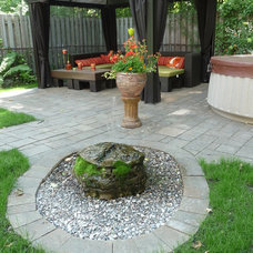 Traditional Landscape by TOC design