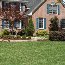 Traditional Landscape by Edward Gosman & Associates Inc