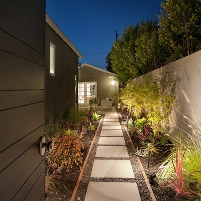 Inspiration for a traditional backyard landscaping in Los Angeles.