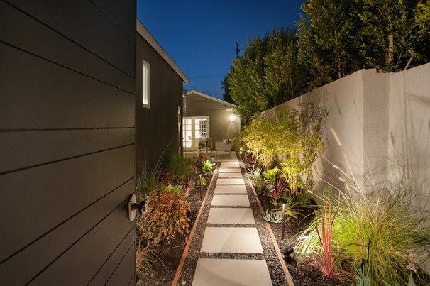Traditional Landscape by DesignBlue, Inc.