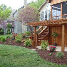 Traditional Landscape by Red Oak Landscaping LLC